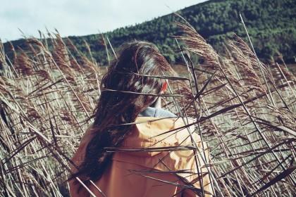 Jesień i zima – ciężki czas dla Twoich włosów.