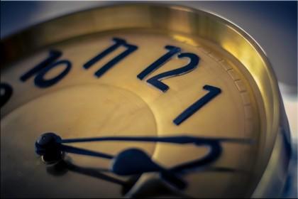 Czas. Jak zatrzymać wskazówki zegara?