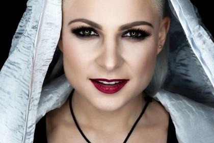 Energia, muzyka i seksapil czyli Magda Narożna z zespołu Piękni i Młodzi.