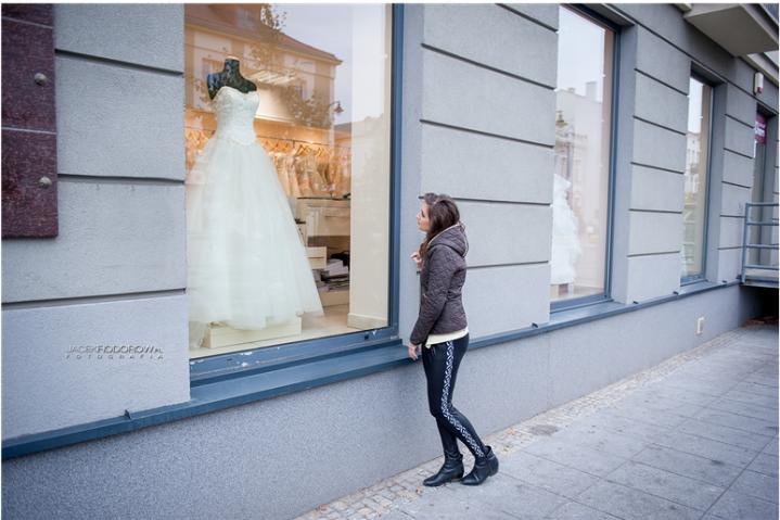 Polowanie, czyli praktyczny poradnik  poszukiwania sukni ślubnej .