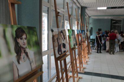 """W Białowieży możemy podziwiać wystawę twórczości Marzanny Szkuty - """"Droga do raju"""""""