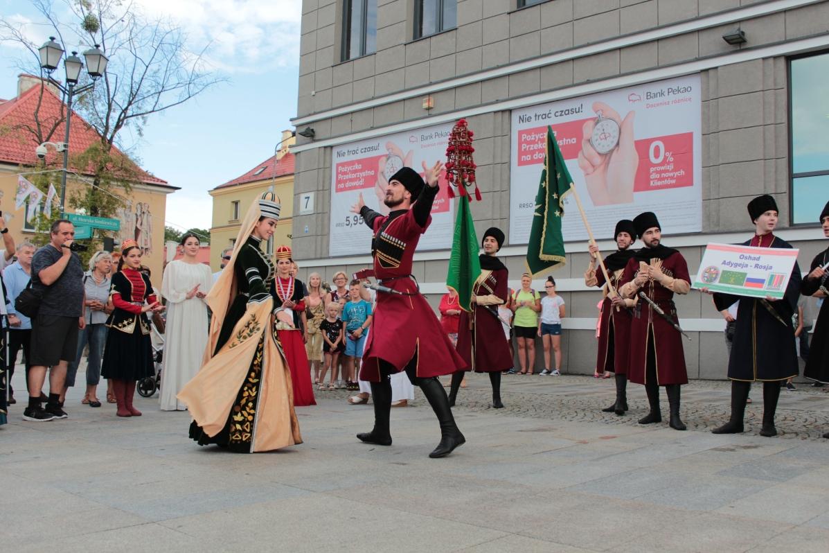 Śpiew, barwne stroje i tańce w ostatnich dniach zawładnęły centrum Białegostoku