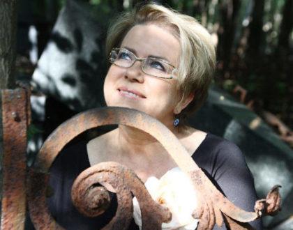 """""""Miłość nie zna pojęcia METRYKA"""" przekonuje w rozmowie i najnowszej powieści """"Miłość na walizkach"""" - Małgorzata Kalicińska"""