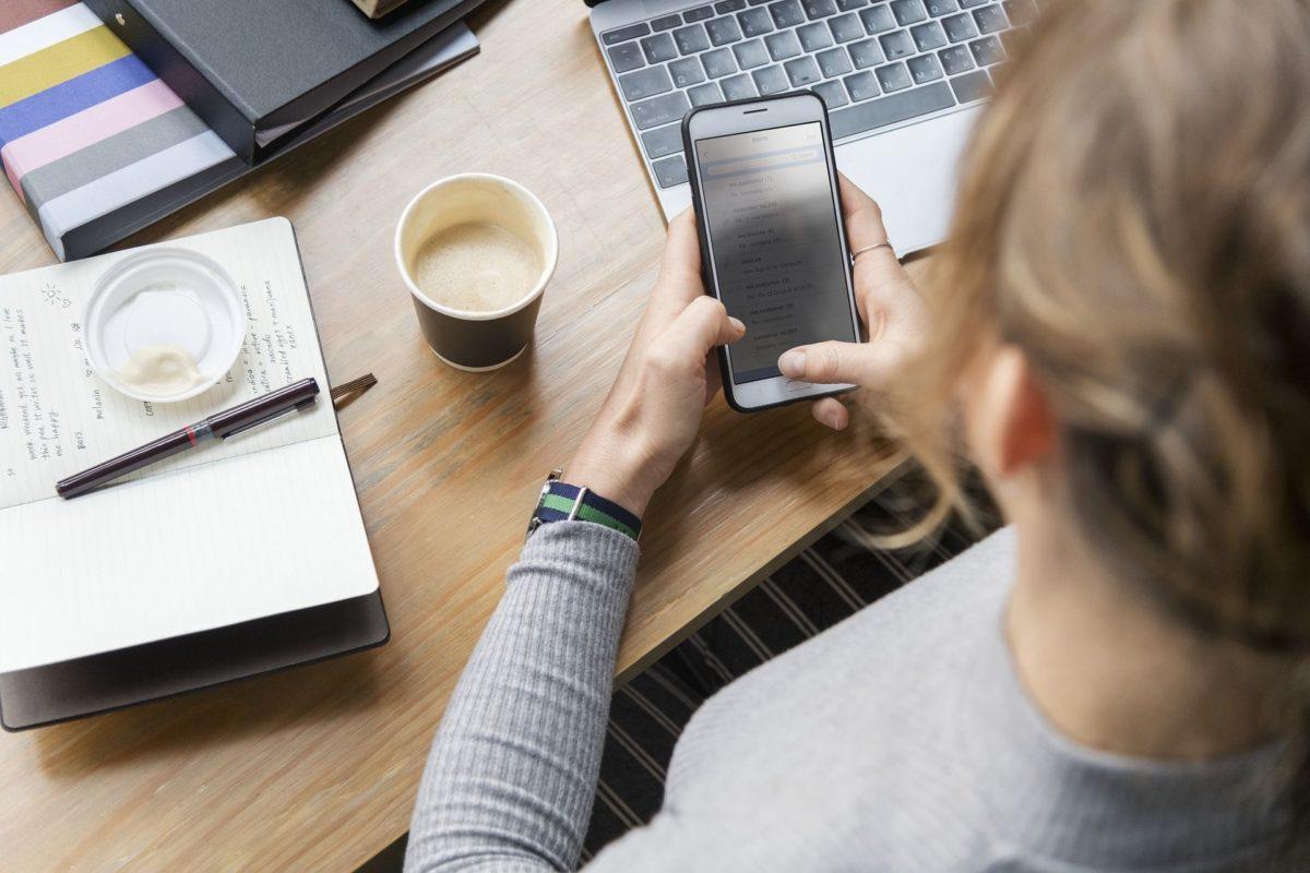 Praca w biurze przy komputerze. Jak chronić swój kręgosłup?