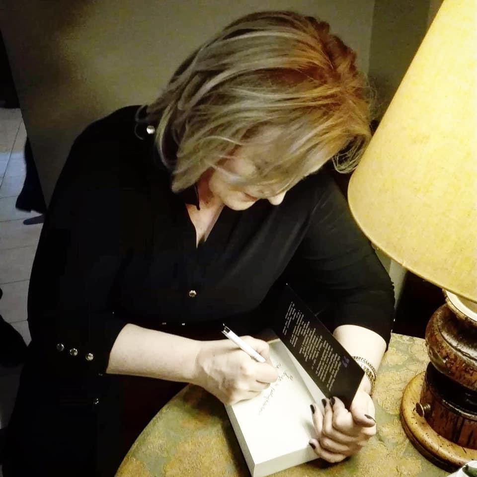 """""""Pisanie jest w każdym z nas, trzeba tylko znaleźć sposób, aby wydobyć je na zewnątrz"""" Jola Czemiel"""