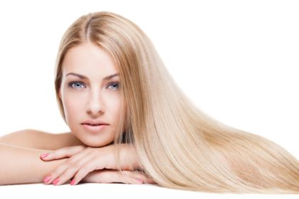 Dlaczego (i jak) należy chronić włosy przed promieniami słonecznymi?