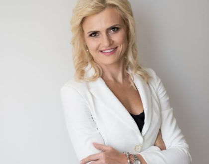 """""""Zależy mi na tym, aby jak najwięcej kobiet sięgnęło po napisanie własnej inspirującej historii życia"""" - Marta Bielecka"""