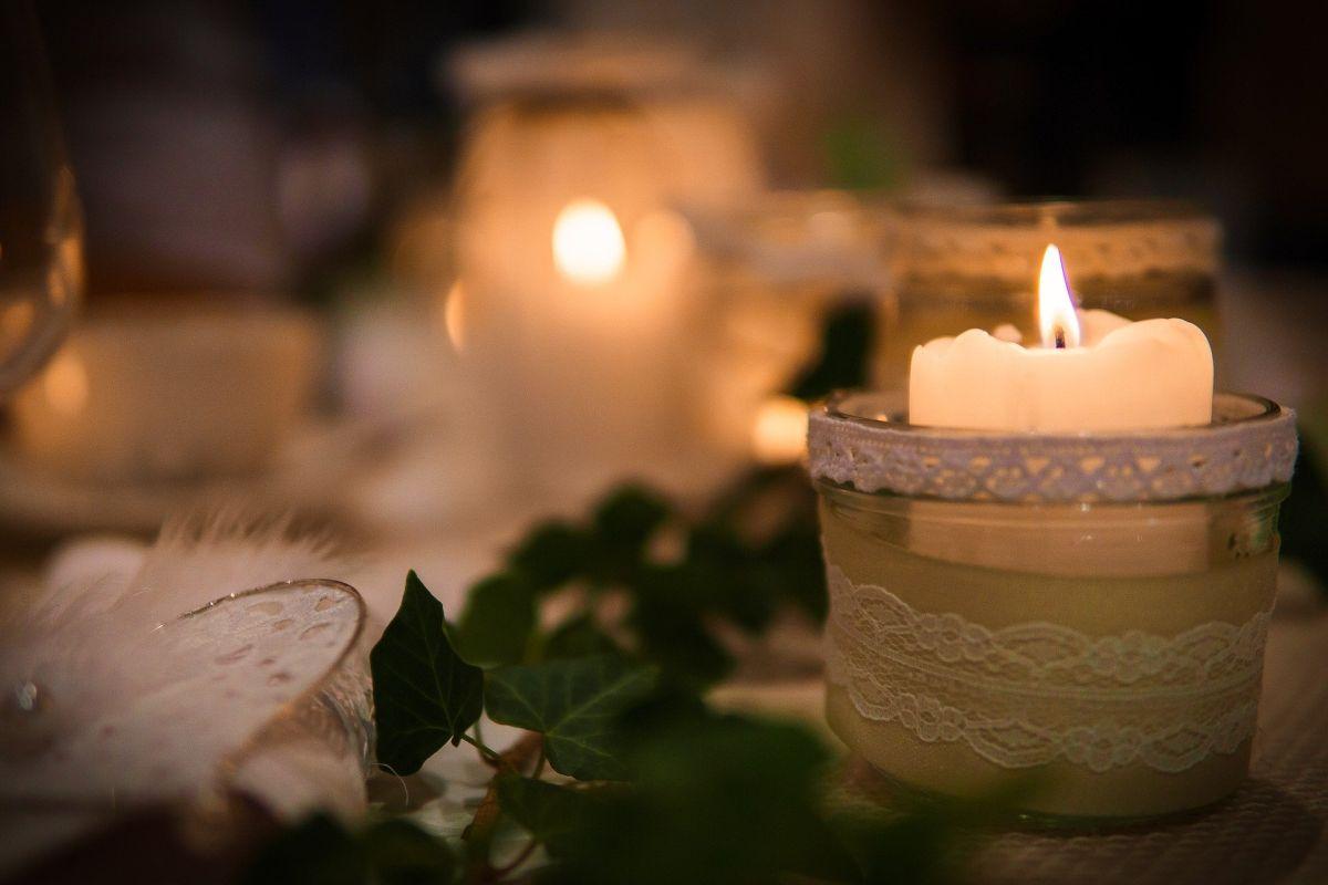 Zimowe przyjecie weselne – dlaczego warto wybrać grudzień?