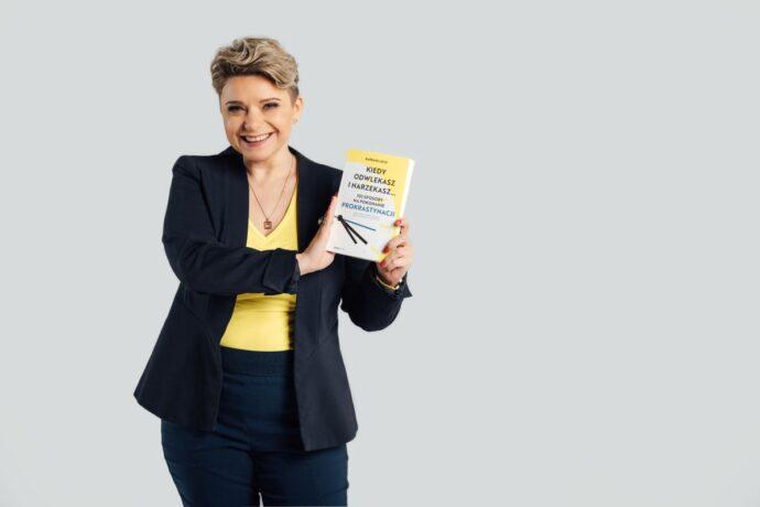 """""""Kiedy odwlekasz i narzekasz. 102 sposoby na pokonanie prokrastynacji"""" o swojej nowej książce opowiada Barbara Lech"""