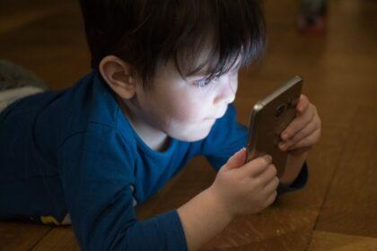 Uzależnienie dzieci od urządzeń elektronicznych